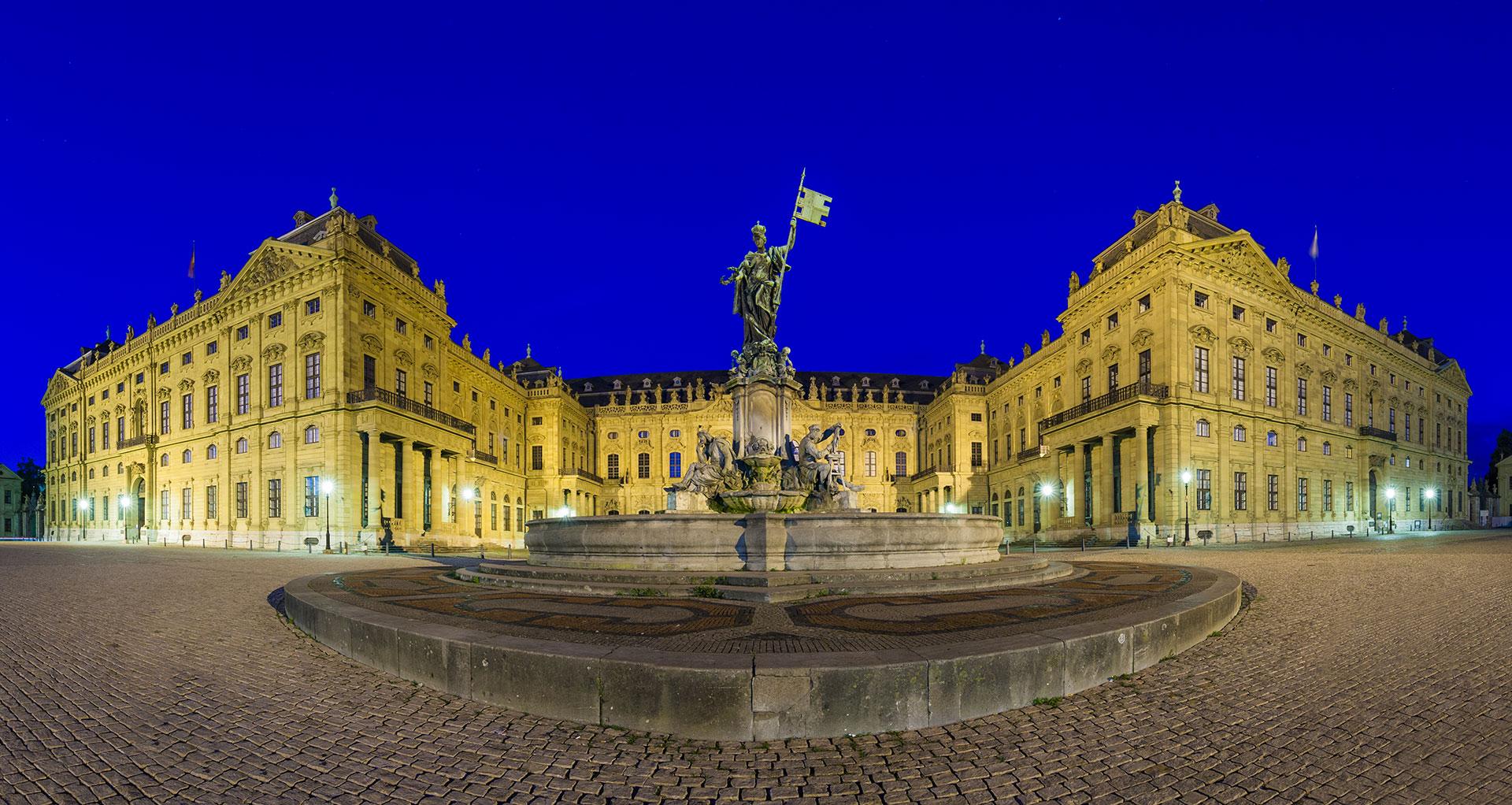 Würzburg Residenz blaue Stunde