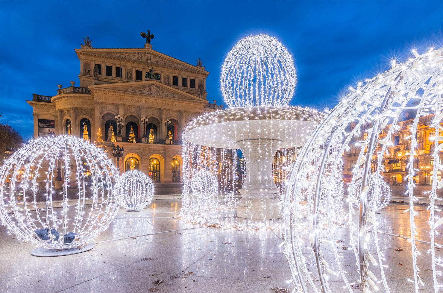 Frankfurt Alte Oper Lucaebrunnen Weihnachten
