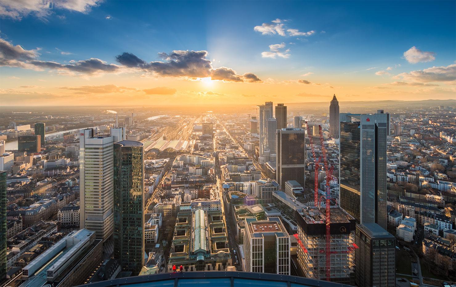 Frankfurt Maintower Sonnenuntergang