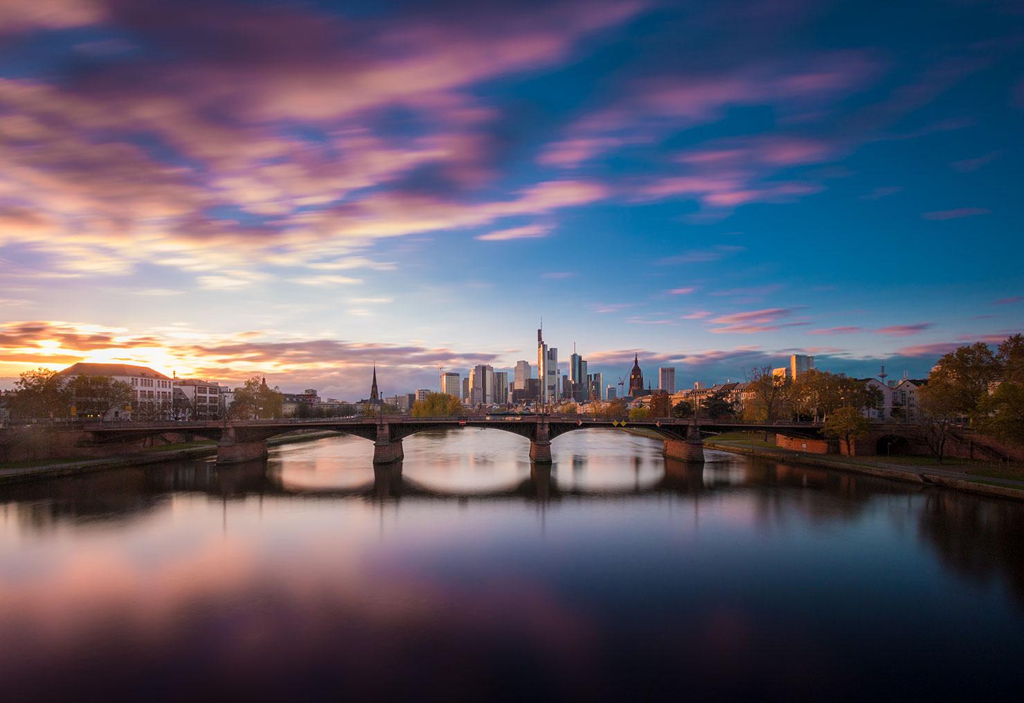 Frankfurt Skyline Floesserbruecke Sonnenuntergang