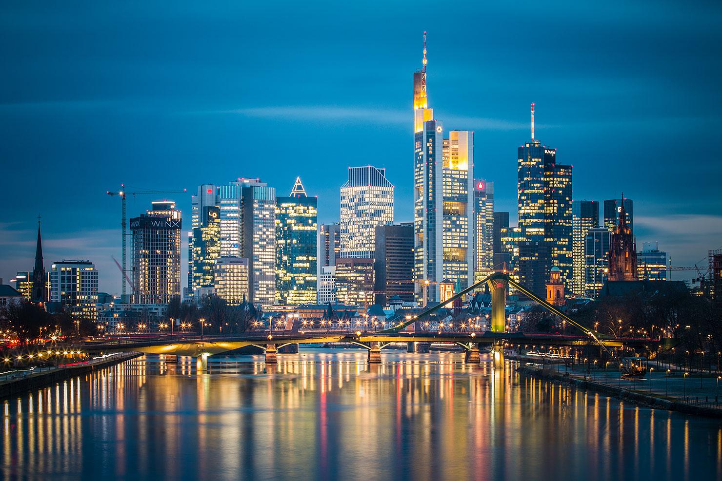 Frankfurt Skyline Deutschherrnbrücke Nacht