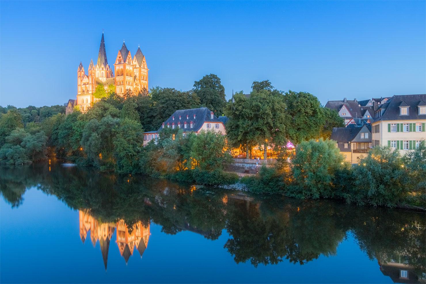 Limburg Dom blaue Stunde Sommer