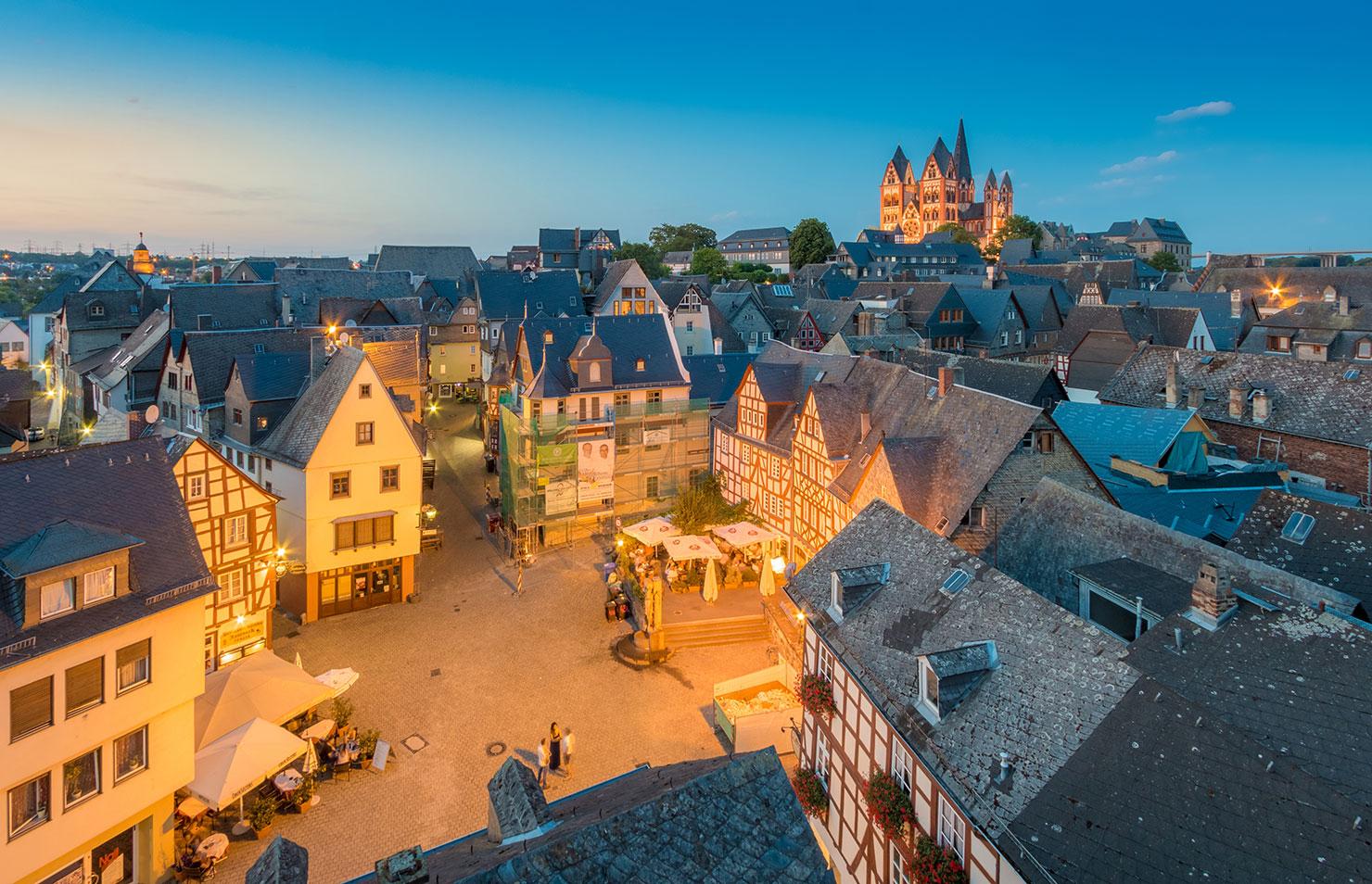 Limburg Altstadt Sommer blaue Stunde