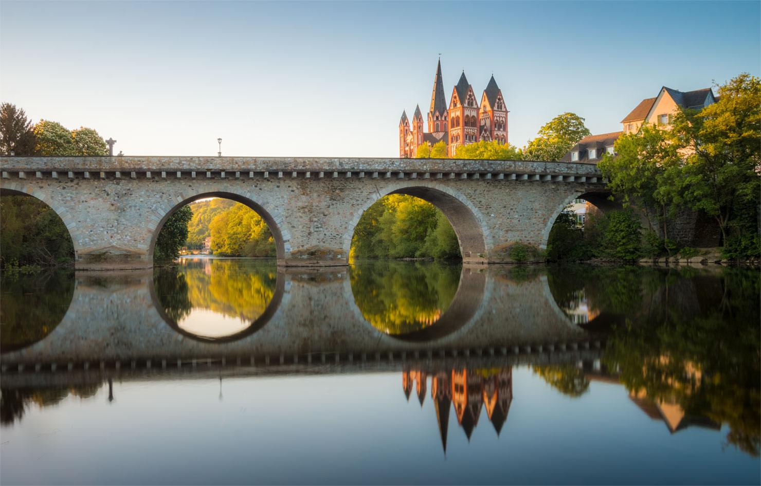 Limburg Alte Lahnbrücke Dom Frühling