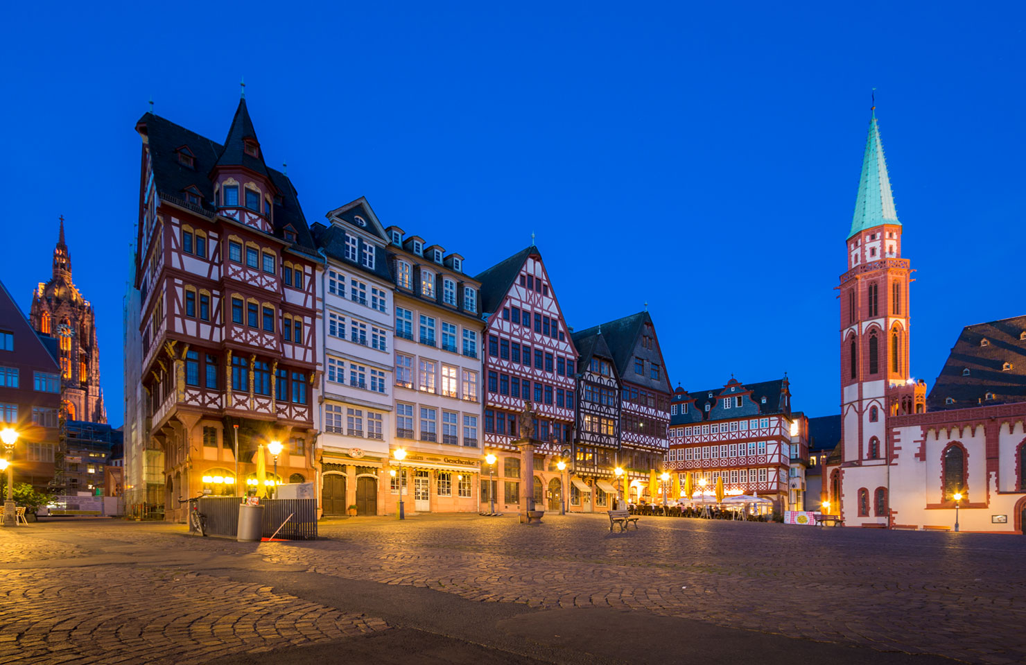 Frankfurt Römer blaue Stunde