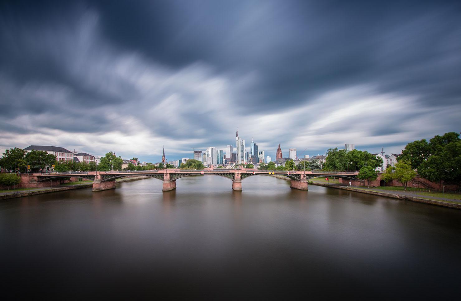 Skyline Frankfurt Floesserbruecke